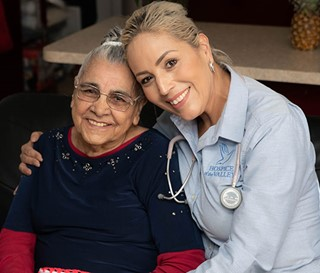 Bilingual nurse provide culturally sensitive care to Spanish-speaking patient